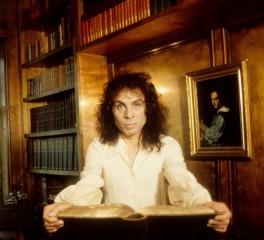 «Στο σφυρί» σπάνια αντικείμενα του Ronnie James Dio (trailer)