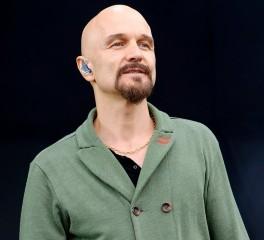 Tim Booth: «Παραλίγο να παίξω μπουνιές με τον Nick Cave…»