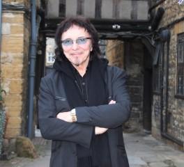 Ο Tony Iommi εγκαινιάζει μονάδα φροντίδας καρκινοπαθών