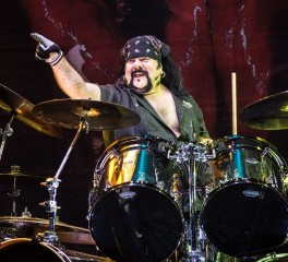 Ένα live tribute στον Vinnie Paul από μέλη των Korn, των Godsmack, των Deftones κ.α