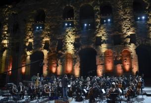 Classic Rock με δύο ορχήστρες και τους Barclay James Harvest στο Ηρώδειο