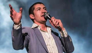 """Anyways"": Ακούστε το νέο κομμάτι των Arctic Monkeys"