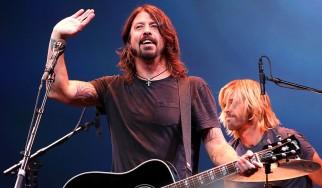 Οι Foo Fighters τραγουδούν John Lennon και Van Halen