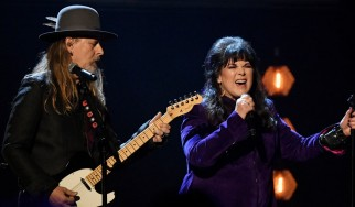 Ο Jerry Cantrell και η Ann Wilson τιμούν τον Chris Cornell στο Rock N' Roll Hall Of Fame