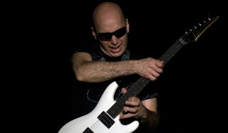 Joe Satriani: «Χαμογελάω με κριτικές τύπου Ritchie Blackmore»