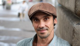 O Manu Chao στο πλευρό των μουσικών του δρόμου της Θεσσαλονίκης