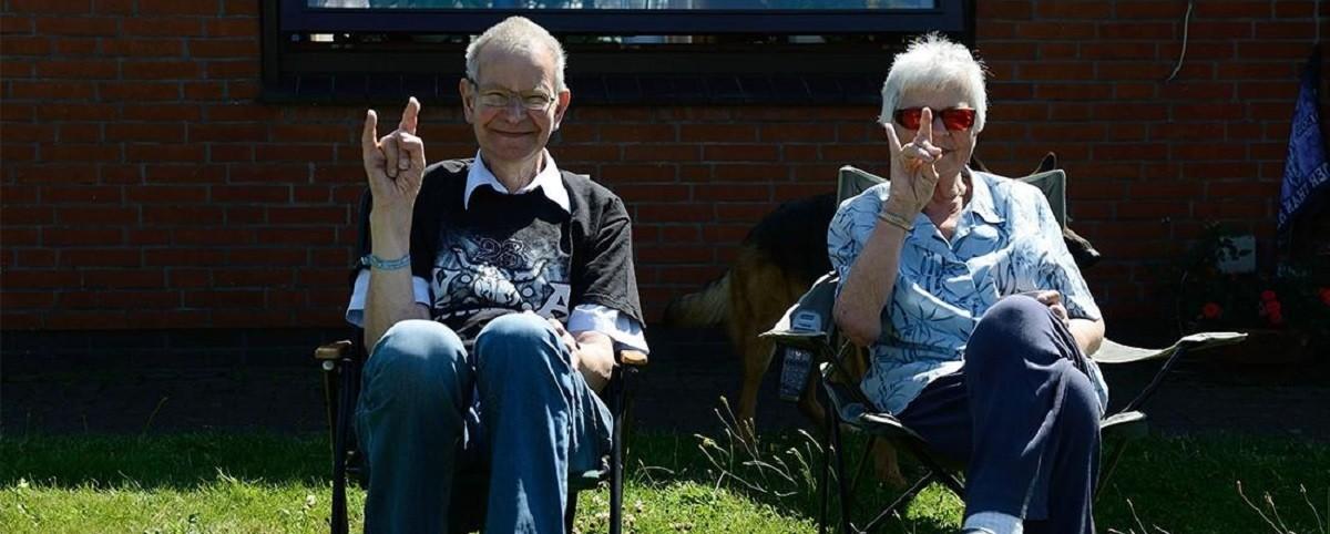 Ηλικιωμένο ζευγάρι δέχεται μήνυση επειδή έπαιζε Iron Maiden σε υψηλές εντάσεις