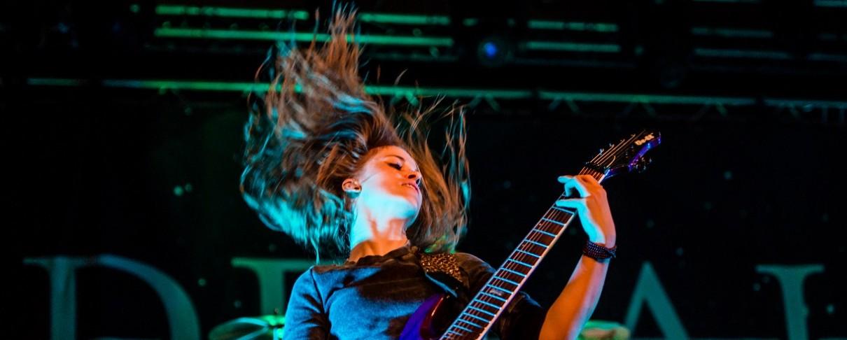 «Χωρίζουν οι δρόμοι» των Delain με την κιθαρίστρια Merel Bechtold