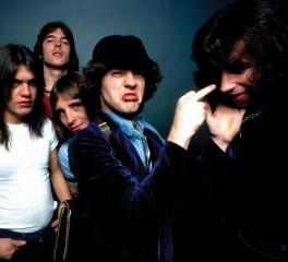 """Οι AC/DC «μοιράζονται» ένα σπάνιο video του """"Highway To Hell"""""""