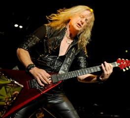 Ο K.K. Downing απευθύνθηκε στους Judas Priest για να συμμετάσχει στην επερχόμενη περιοδεία τους