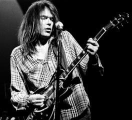 Ακυκλοφόρητο live του Neil Young από το 1973 στο φως της δημοσιότητας