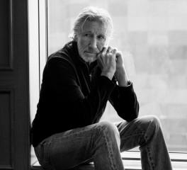 Συρία: O Roger Waters βοηθά μητέρα να ξανασμίξει με τα παιδιά της