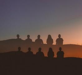 Ακούστε ολόκληρο το νέο άλμπουμ των we.own.the.sky