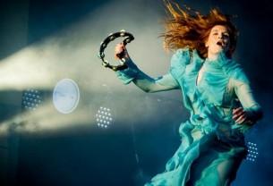 Florence + The Machine: Μια μίνι ξενάγηση στον κόσμο ενός μαγικού ξωτικού από το Λονδίνο