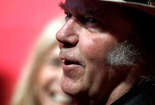 O Neil Young ανακοινώνει νέο ντοκιμαντέρ