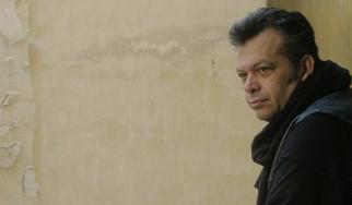 Μπάμπης Παπαδόπουλος: Μια surf-punk διασκευή στο κομμάτι του Καραγκιόζη