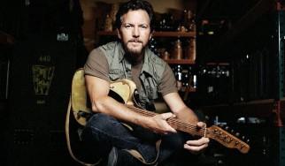Ο Eddie Vedder διασκευάζει Chris Cornell