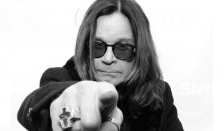 """Under the Graveyard"": Ο Ozzy Osbourne επιστρέφει στα σκοτεινά '70s"