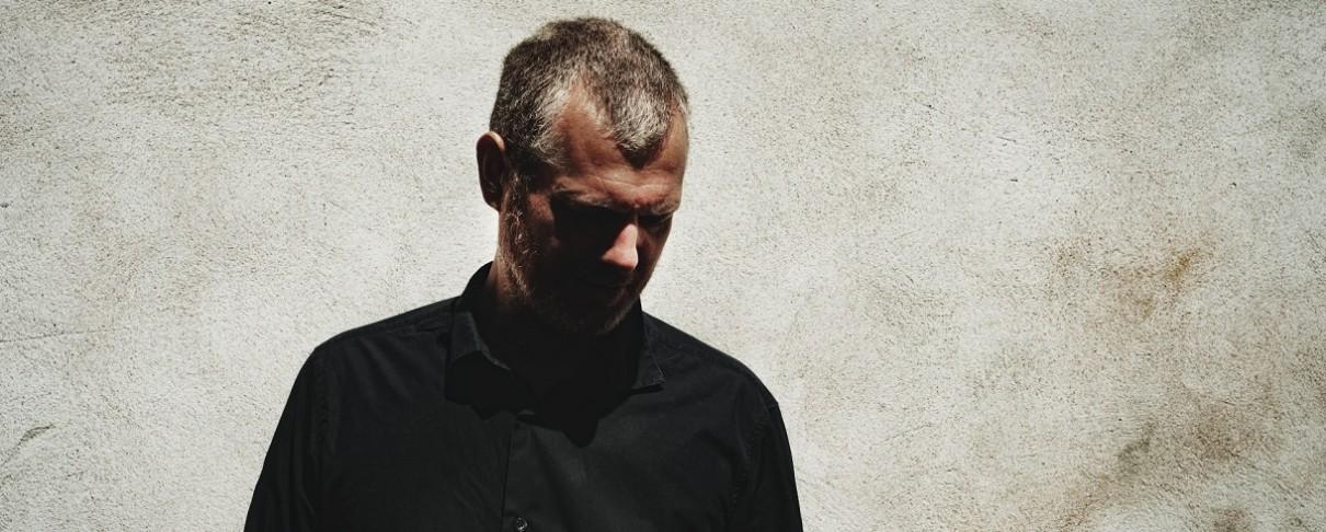 Ο Matt Elliott επιστρέφει στην Ελλάδα με νέο άλμπουμ ανά χείρας