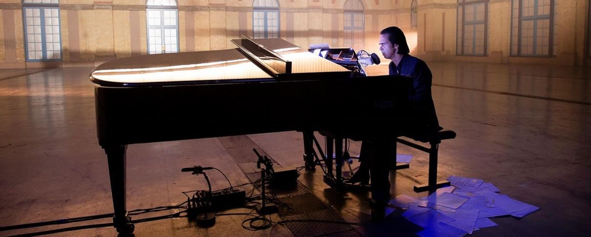 Δείτε τον Nick Cave να παίζει ζωντανά ένα νέο τραγούδι