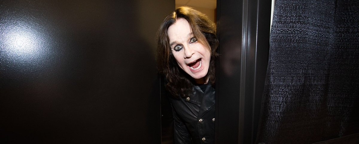 O Ozzy Osbourne βγαίνει από την καραντίνα πάνω σε ένα… τανκ