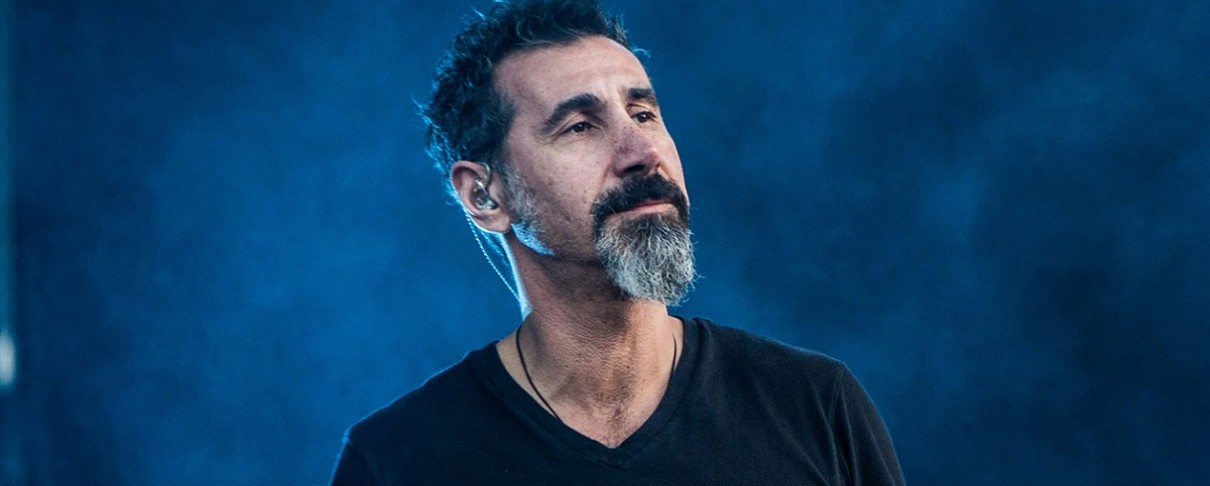 Serj Tankian για SOAD: «Δεν καταφέραμε να κοιταχτούμε στα μάτια με το ίδιο όραμα…»