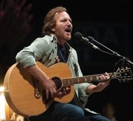 Ο Eddie Vedder διασκευάζει Bruce Springsteen