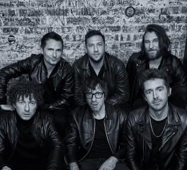 Ακούστε τη νέα διασκευή από το supergroup με μέλη των Muse, Blur, The Last Shadow Puppets, Jet κ.ά.
