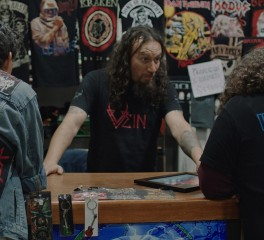 """Night Of The Beast"": Η προσπάθεια δύο εφήβων να παρευρεθούν σε συναυλία των Iron Maiden"