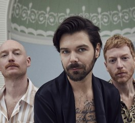 """Tiny Indoor Fireworks"": Νέο single από τους Biffy Clyro"