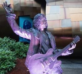 Βανδαλισμός του αγάλματος του Chris Cornell στο Seattle