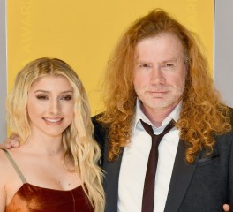 H κόρη του Dave Mustaine στην σκηνή των Megadeth