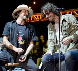 O Eddie Vedder ανοίγεται σχετικά με την απώλεια του Chris Cornell