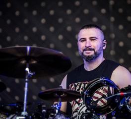 John Dolmayan: «Ο Tankian εκφράζει τον εαυτό του, όχι τους System Of A Down»