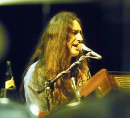 H rock και metal κοινότητα για τον θάνατο του Ken Hensley