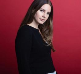 """H Lana Del Rey διασκευάζει το """"You'll Never Walk Alone"""""""