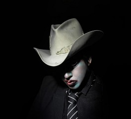 O Marilyn Manson αποκαλύπτει τον νέο του δίσκο