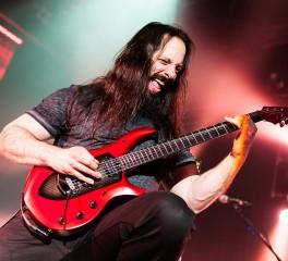 John Petrucci: «Η συνεργασία μου με τον Portnoy δεν σημαίνει κάτι παραπάνω»