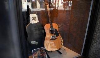 Επταψήφιο ποσό και πέντε ρεκόρ για την κιθάρα του Cobain από το MTV Unplugged