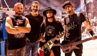 John Dolmayan: «Η μπάντα μου είναι και θα παραμείνει ηλίθια»