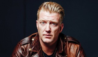 Ο Josh Homme παίζει Them Crooked Vultures