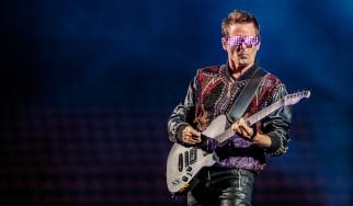 O Matt Bellamy των Muse διασκευάζει Simon & Garfunkel