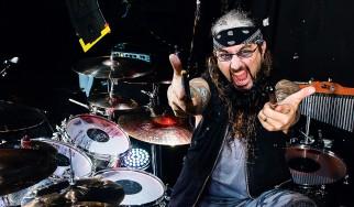 Ο Mike Portnoy διασκευάζει Ramones