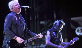 """Ακούστε τη διασκευή των Offspring στο """"Christmas (Baby Please Come Home)"""""""