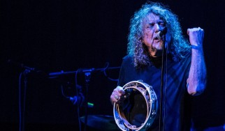 O Robert Plant διασκευάζει Low