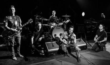 «Οι Pearl Jam ξεκίνησαν με αγάπη για την μουσική και την κοινωνική δικαιοσύνη»