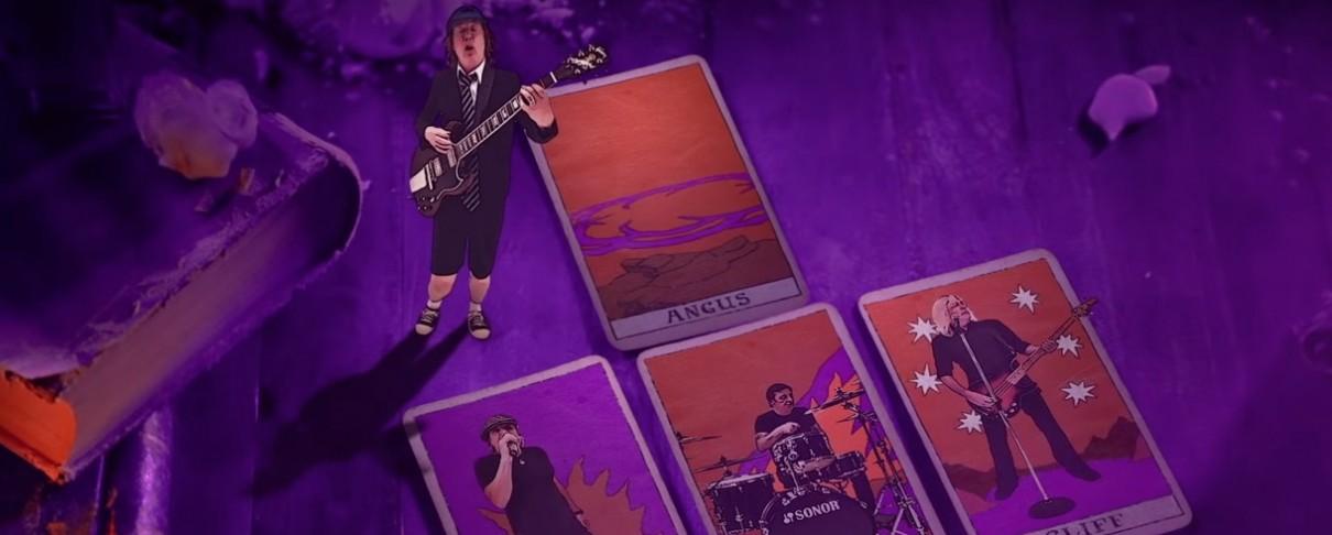 """Οι AC/DC παίζουν το """"Witch's Spell"""" μέσα σε γυάλινη σφαίρα"""