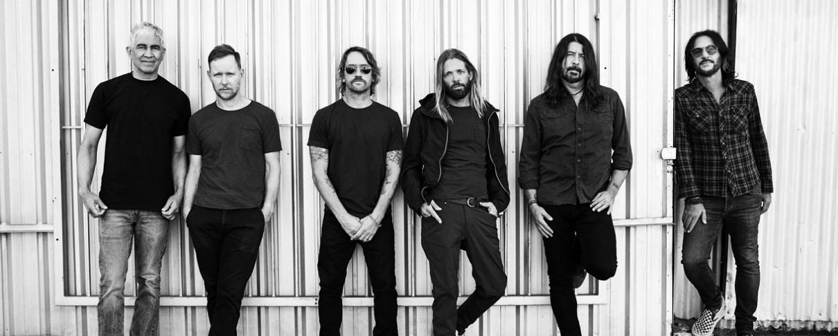 Δείτε τους Foo Fighters να διασκευάζουν Bee Gees