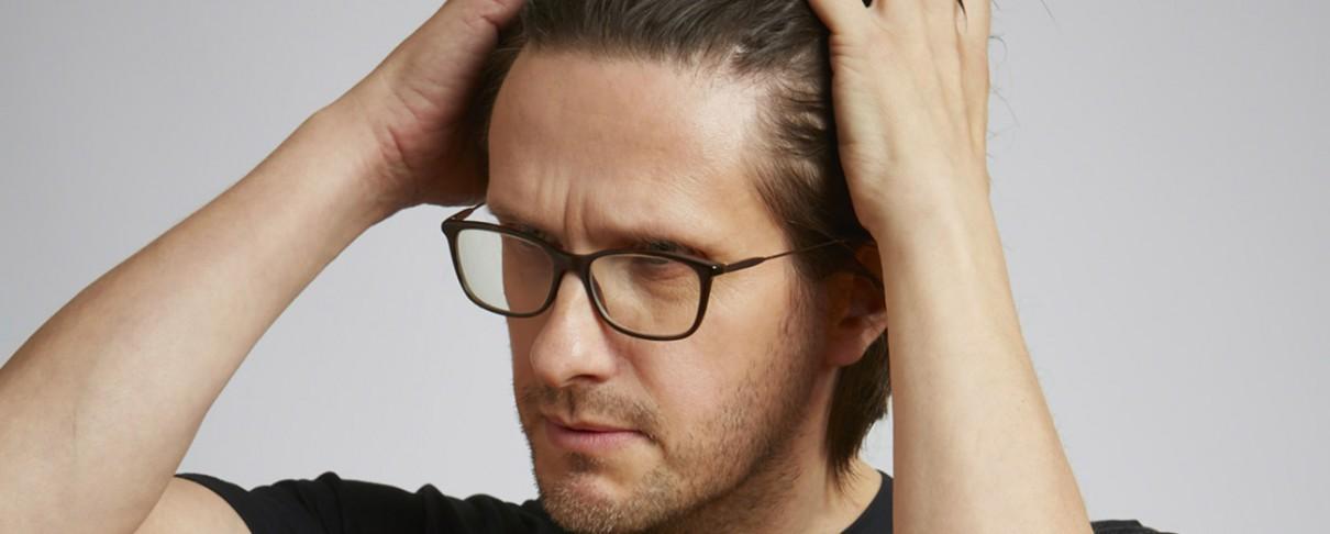 Ο Steven Wilson γίνεται Donald Trump, Mark Zuckerberg, David Bowie και Paul McCartney στο νέο του videoclip