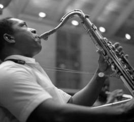 """Ακυκλοφόρητη live απόδοση του """"A Love Supreme"""" του John Coltrane στη δημοσιότητα"""